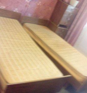 Кровати с матрасами и с тумбами
