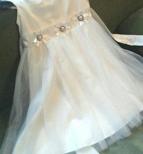 Платье для девочки в хорошем состоянии.Одевали 1 р