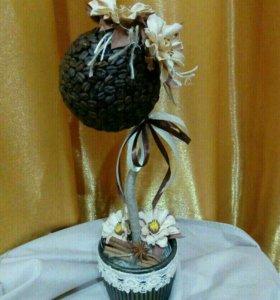 Кофейный топиарий с цветами из фоамирана