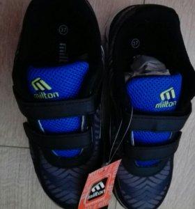Кроссовки новые на подростка 36 размер