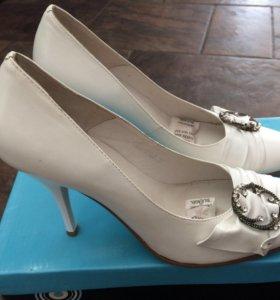 Новые кожаные туфли, 39