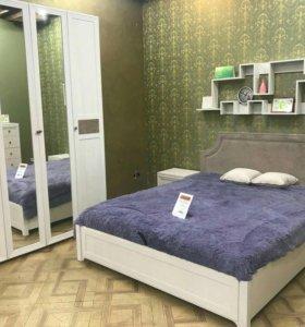 Красивый спальный гарнитут