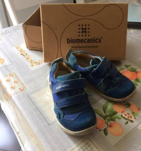 Кроссовки- ботиночки biomecanics 25 размер