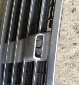Решетка на капот с одной форсункой для w203