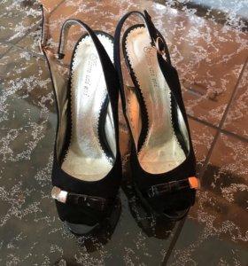 Туфли босоножки чёрные и бежевые
