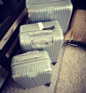 Продам набор из 3 новых чемоданов