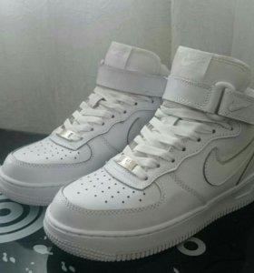 Кроссовки женские Nike.