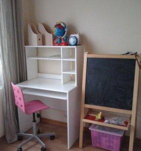 Письменный стол и стул, парта