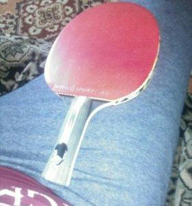 Профессиональная ракетка для настольного тенниса.