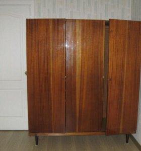 Шкаф трехстворчатый из натурального дерева