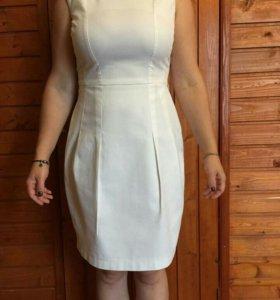 Платье футляр сидит Превосходно 42-44 размер