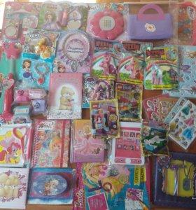 игрушки и журналы для девочек и мальчиков