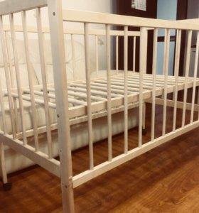 Кроватка с матрасом и чехлом