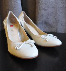 Туфли кожаные hogl молочного цвета