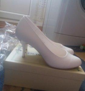 Белые туфли 38 р.