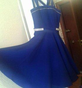 Платье праздн.на девочку 40-42 разм.(12-15 лет)