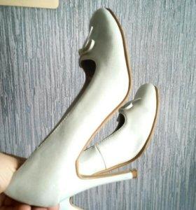 Туфли мятного цвета