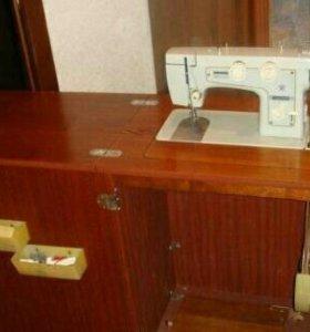 Швейная бытовая машина,ножная.