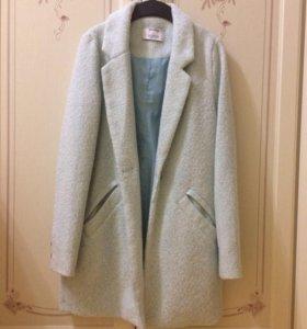 Пальто голубое Bershka