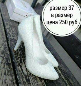 Новые,Туфли белые с ажурной сеткой