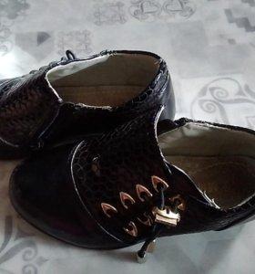 Продам закрытые туфли для девочки