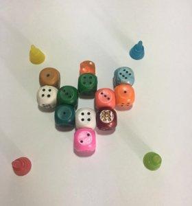 Кубики и фишки игральные