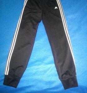 Штаны Adidas новые спортивные  44 размер
