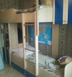 Спальный гарнитур двухъярусная кровать
