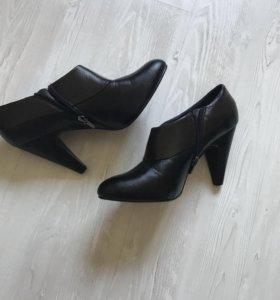 Новые женские полуботинки на каблуке