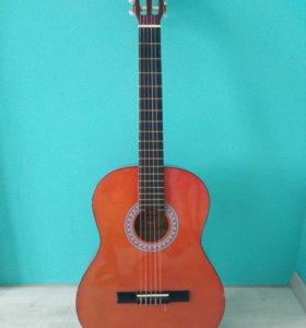 Гитара классическая Amati.