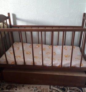 Детская кроватка-качалка с ящиком для белья