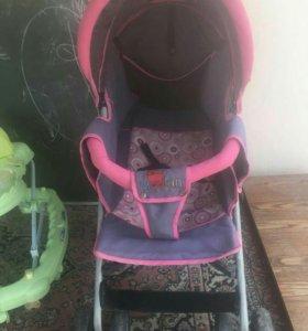 Детская коляска и ходунок