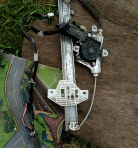 Стекло подъёмник задний правый