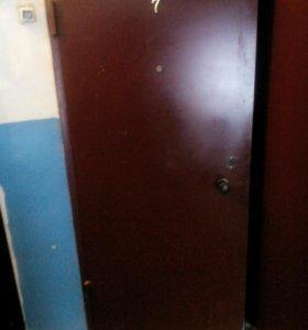 Дверь железная с замком
