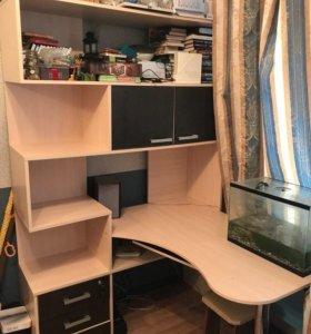 Компьютерный стол, состояние идеальное