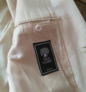 Костюм тройка с галстуком
