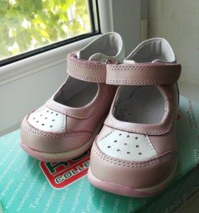 Новые детские туфли (сандали)