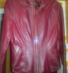 Куртка женская размер 42