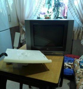 Телевизор с кронштейном . Для дачи , самое то .