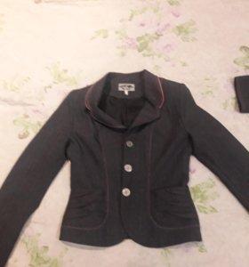 Пиджак для школьницы.