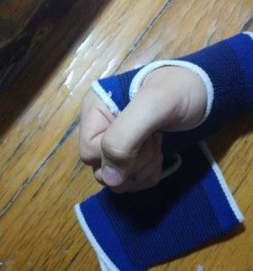 Перчатки-напульсники спортивные