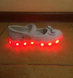 Детские туфли и вещи для девочки