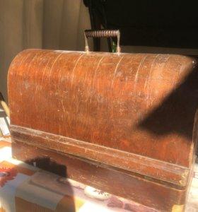 Швейная машина 50 х годов в рабочим состояние