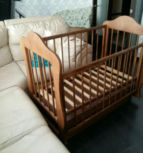 Кроватка детская (маятник)