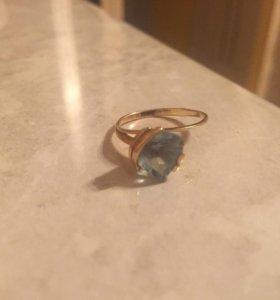 Золотые кольца с топазами 585, 18 размер