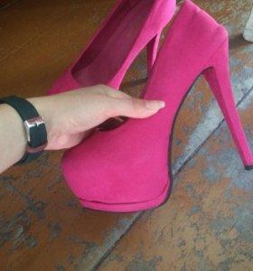 Туфли . 38-39 размер .торг