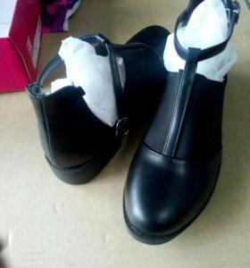 Туфли 39размер полный 1150 новые