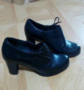 Туфли закрытые на высоком каблуке