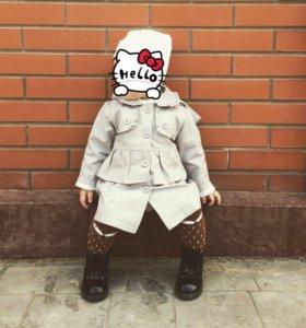 Легкое пальто на девочку