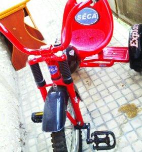 Велосипед трёхколёсный.